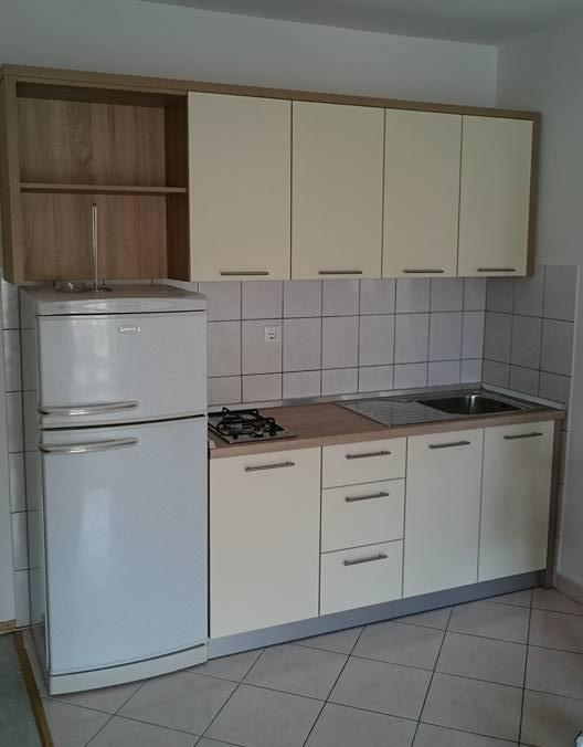 javorović-blok-krem-kuhinja