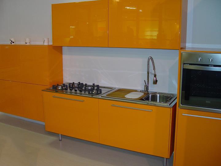 javorović-kuhinja-po-mjeri-narančasta-sjaj