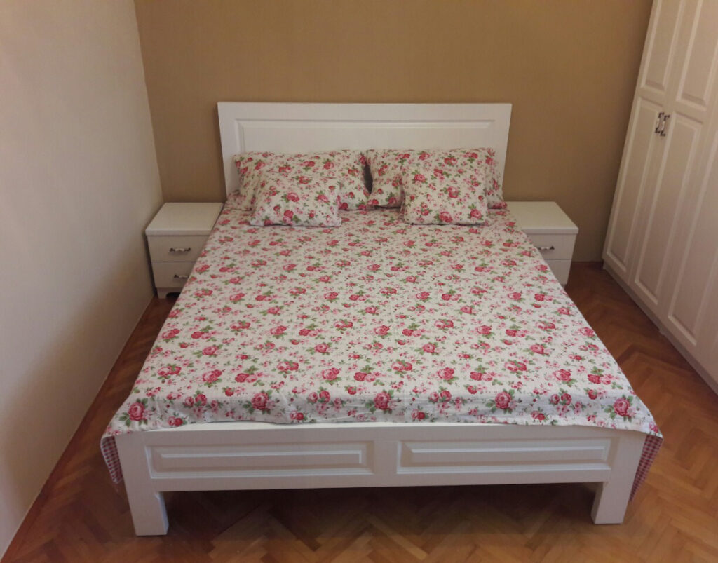 javorović-spavaća-soba-krevet